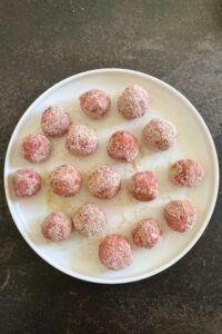 Fleischbaellchen fuer selbst gemachte schwedische Koettbullar nach einem Rezept von Sweets and Lifestyle®