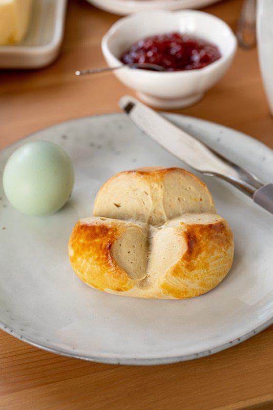 Osterpinze mit Trockengerm gemacht und verfeinert mit Safran nach einem Rezept von Sweets & Lifestyle®