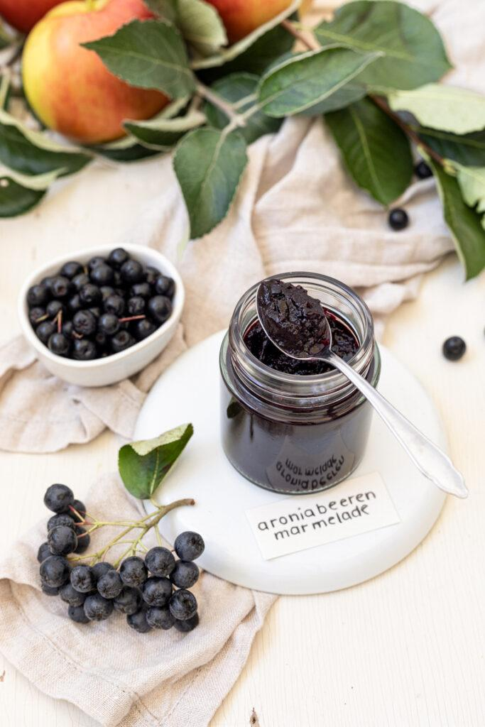 Aroniabeeren Marmelade mit Apfel nach einem Rezept von Sweets & Lifestyle®