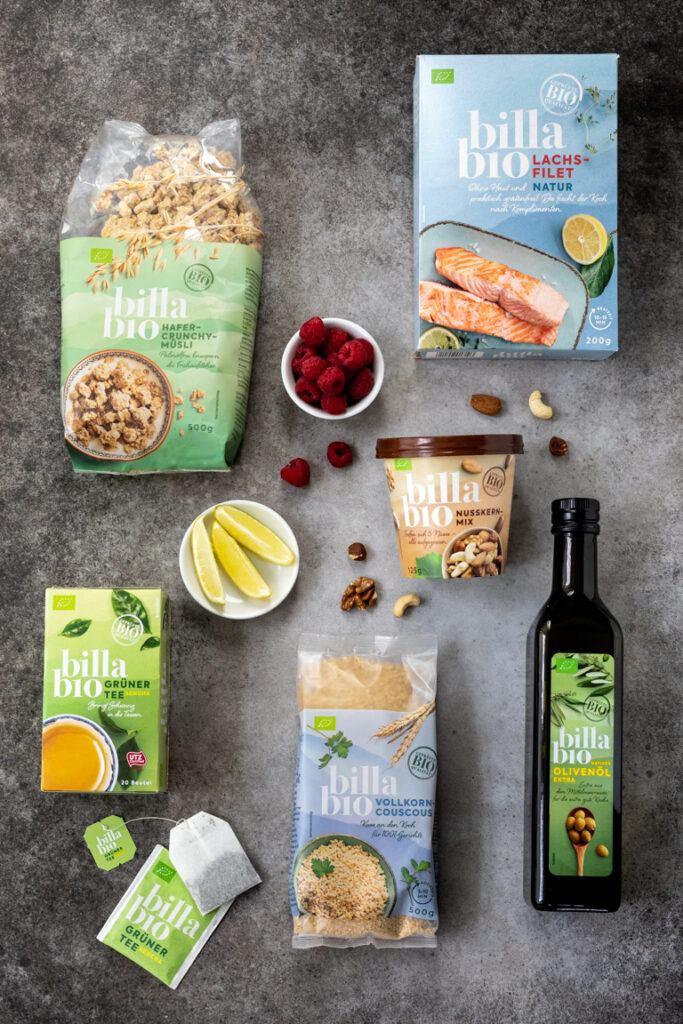 Produkte aus dem BILLA Bio Sortiment fuer die Zubereitung vom Ofenlachs mit Parmesan Nuss Kruste serviert auf einem Couscous Himbeer Salat mit Nuessen nach einem Rezept von Sweets & Lifestyle®