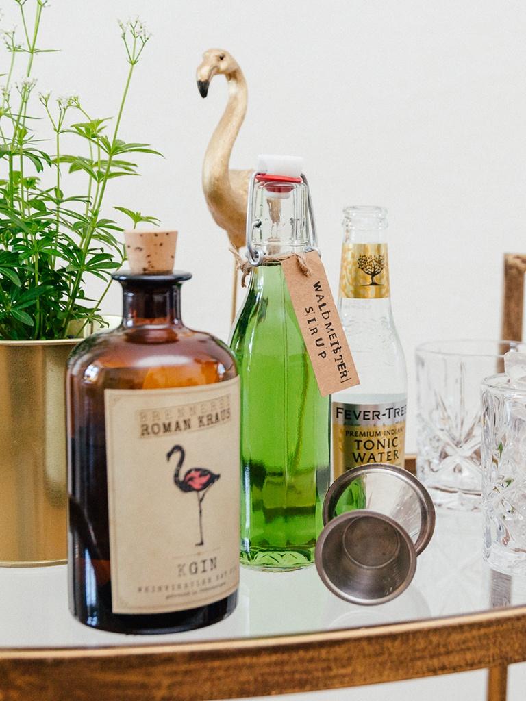 Zutaten fuer den Waldmeister Gin Tonic von Foodbloggerin Verena Pelikan