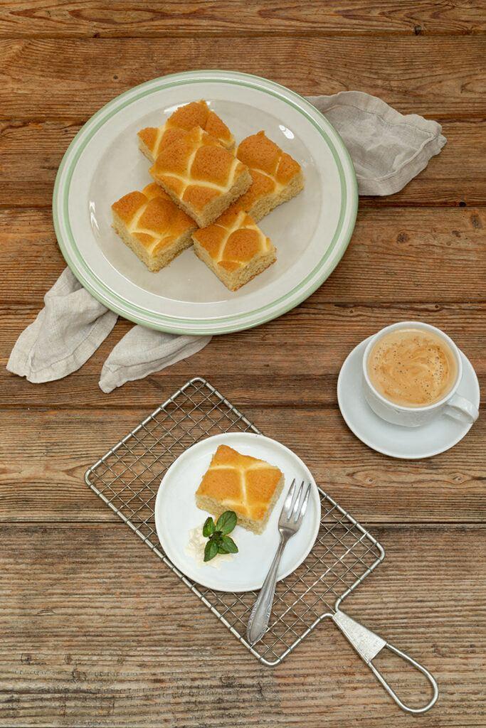 Der Topfengitterkuchen ist ein einfacher Topfenkuchen vom Blech nach einem Rezept von Sweets & Lifestyle®