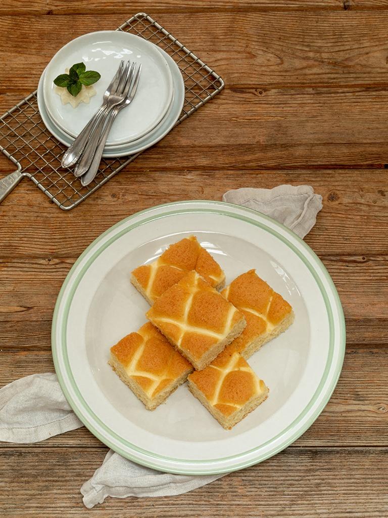 Saftiger Topfengitterkuchen als leckerer einfacher Blechkuchen nach einem Rezept von Sweets & Lifestyle®
