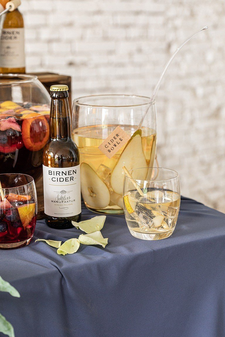 Erfrischende fruchtige Birnen Cider Bowle gemacht mit dem SchlossManufaktur Birnen Cider nach einem Rezept von Sweets & Lifestyle®