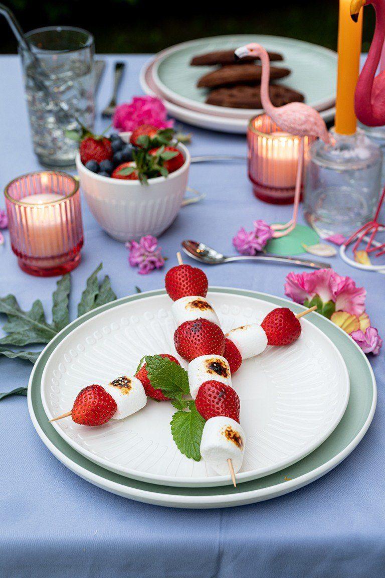 Erdbeer Marshmallow Spiesse vom Grill als Dessert bei der Grillparty nach einem Rezept von Sweets & Lifestyle®