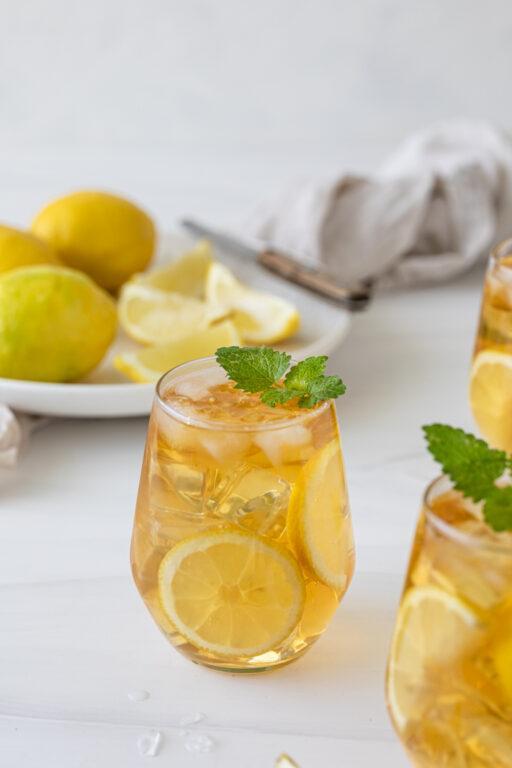 Erfrischender selbst gemachter Zitroneneistee nach einem Rezept von Sweets & Lifestyle®