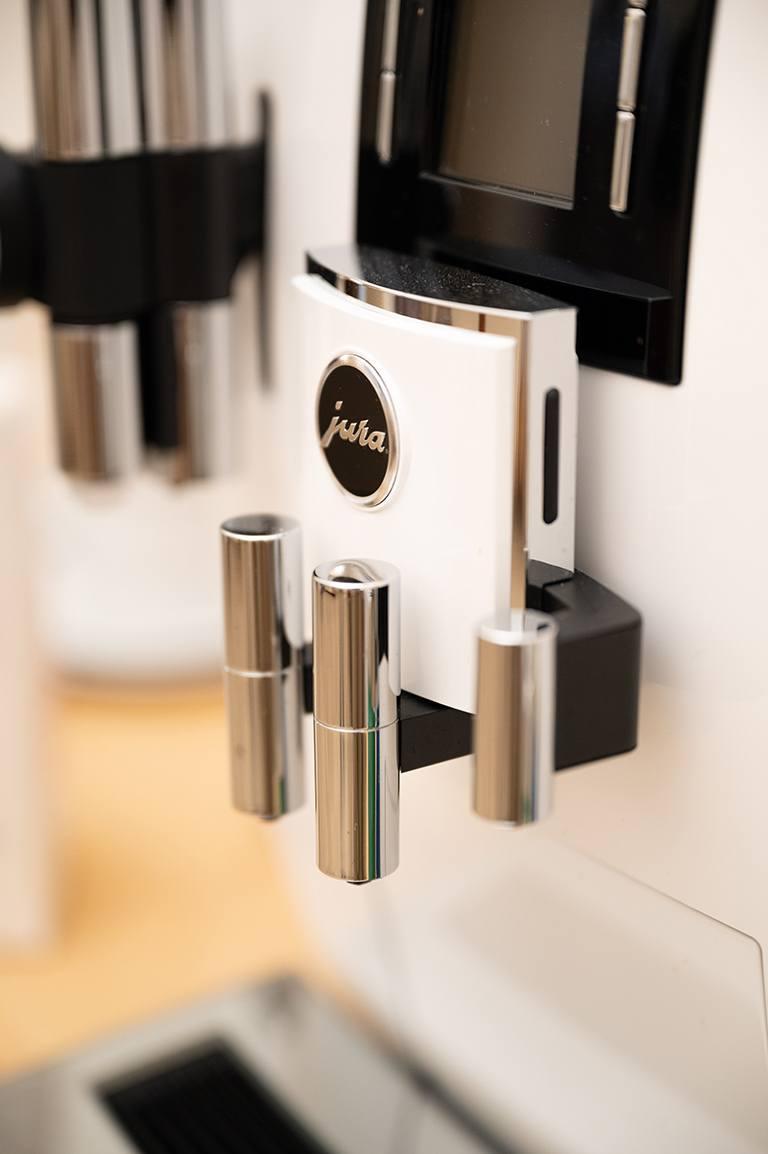 JURA J6 Kaffeevollautomat im Kochstudio SchlossStudio von Verena Pelikan im Weinviertel