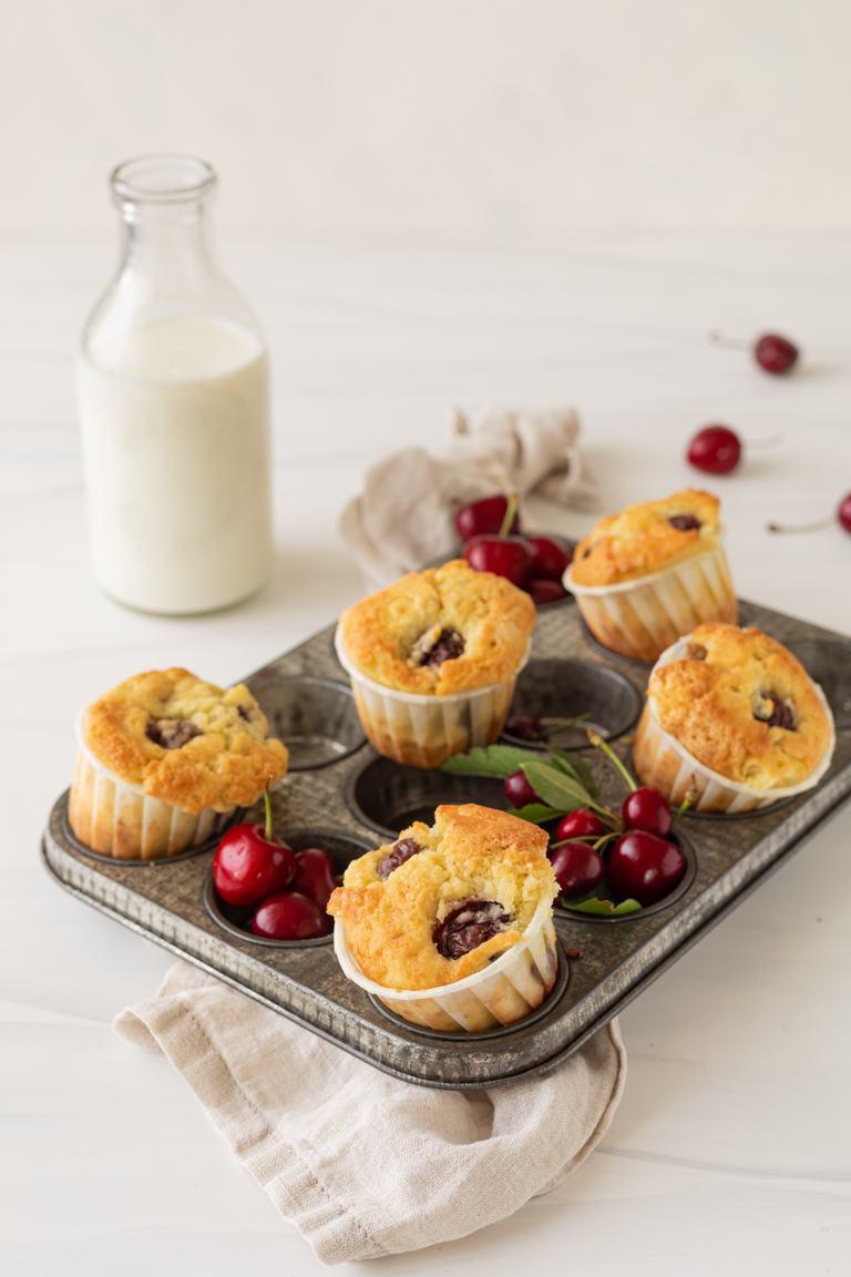 Saftige Kirschmuffins mit frischen Kirschen nach einem einfachen Rezept von Sweets & Lifestyle®