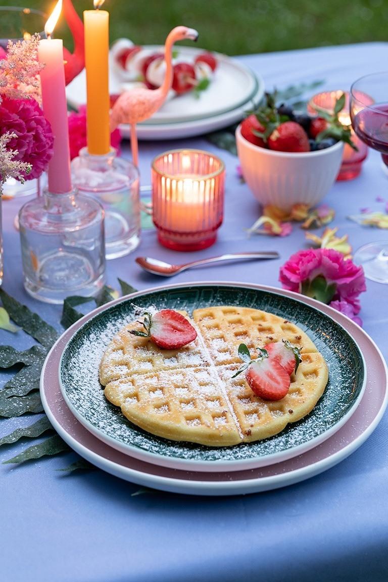 Klassische Waffeln vom Grill als leckeres Dessert bei der Sommerparty nach einem Rezept von Sweets & Lifestyle®