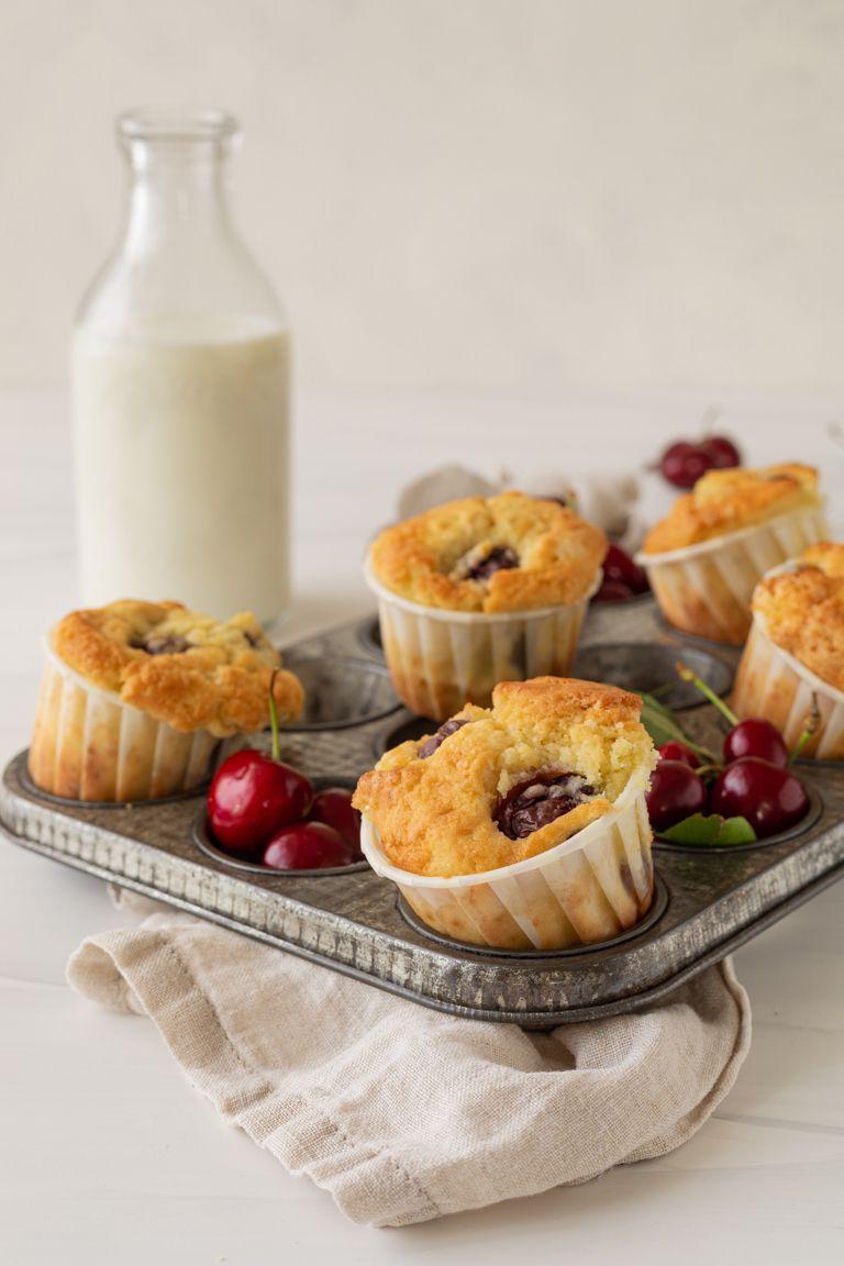 Leckere saftige Kirschmuffins gemacht nach einem einfachen Rezept von Sweets & Lifestyle®