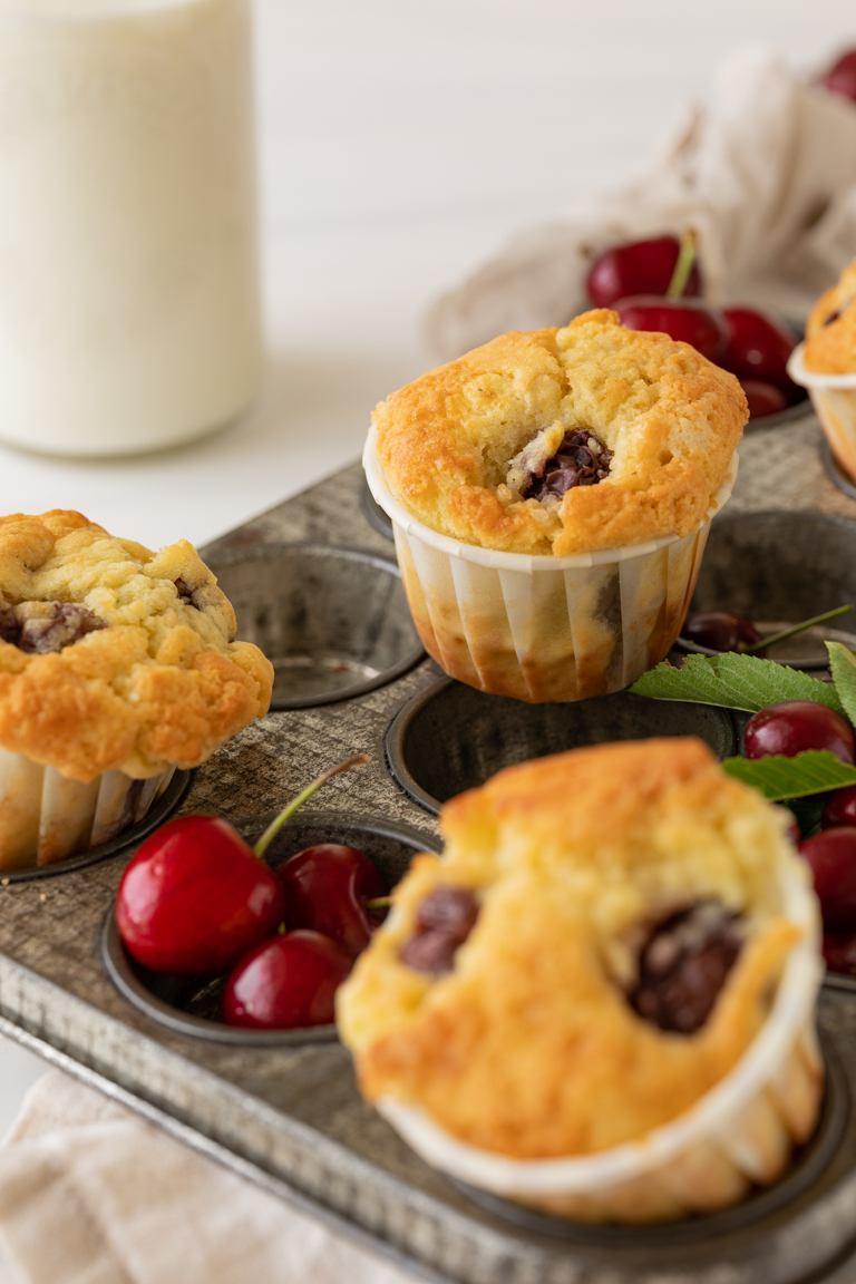 Saftige Kirschmuffins die lecker schmecken nach einem Rezept von Sweets & Lifestyle®