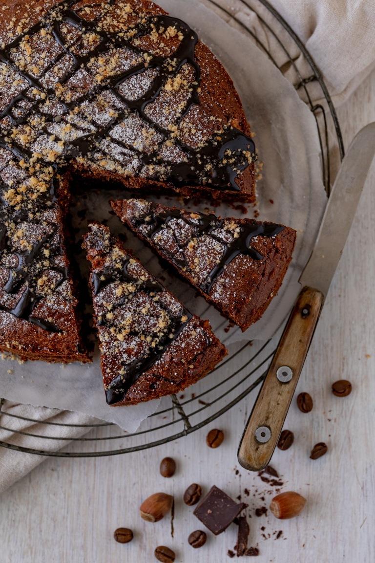 Saftiger Schoko Nuss Kuchen mit Kaffee im Tortenring gebacken nach einem Rezept von Sweets & Lifestyle®