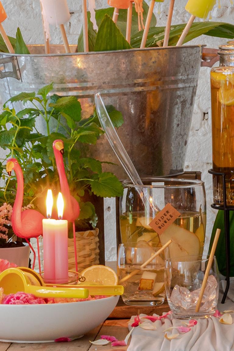 Birnen Cider Bowle serviert bei der sommerlichen Flamingo Party im Kochstudio SchlossStudio im Weinviertel
