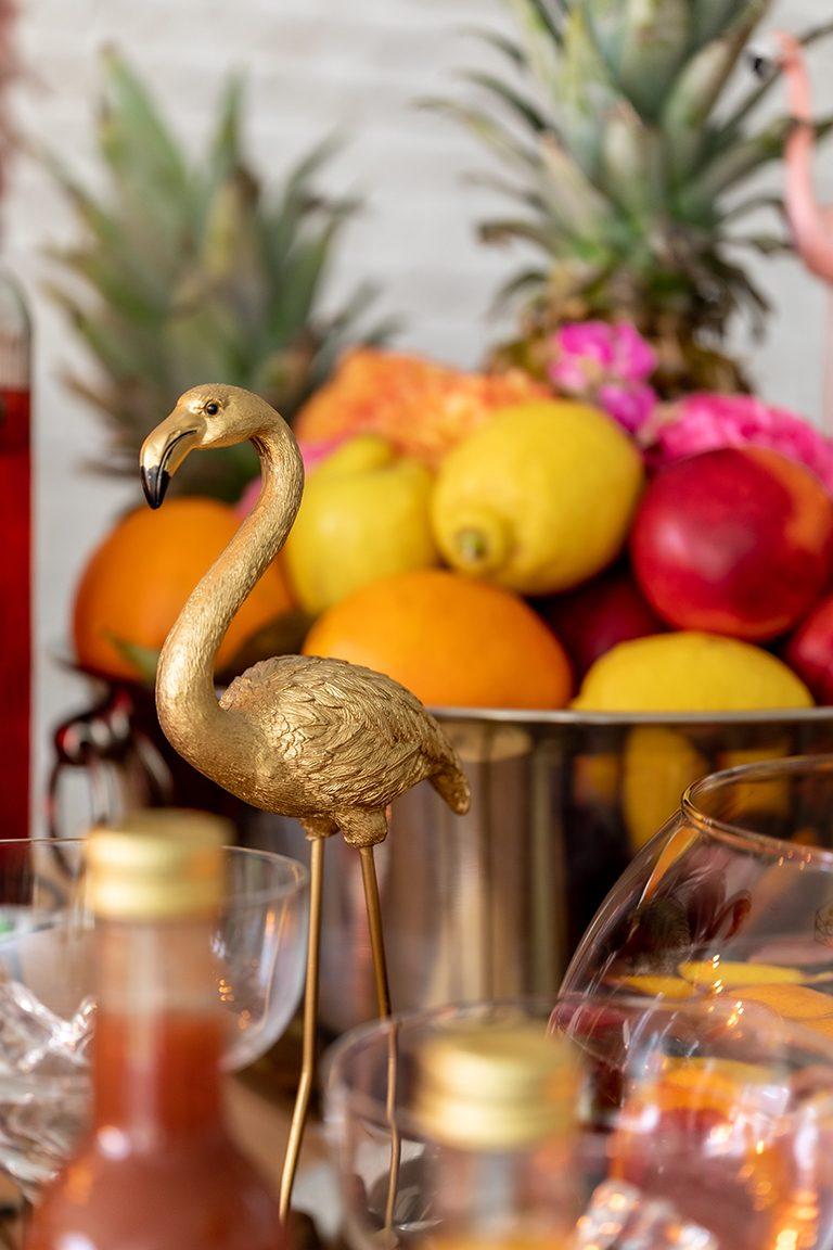 Goldener Flamingo als Dekoration bei der sommerlichen Flamingo Party im Kochstudio SchlossStudio von Verena Pelikan im Weinvierte
