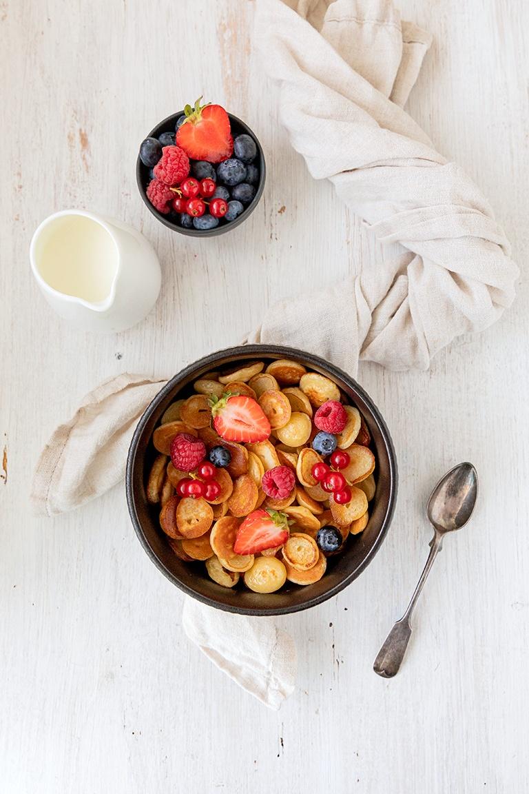 Mini Pancakes Pfannkuchen auch bekannt als Pancake Cereal nach einem Rezept von Sweets & Lifestyle®