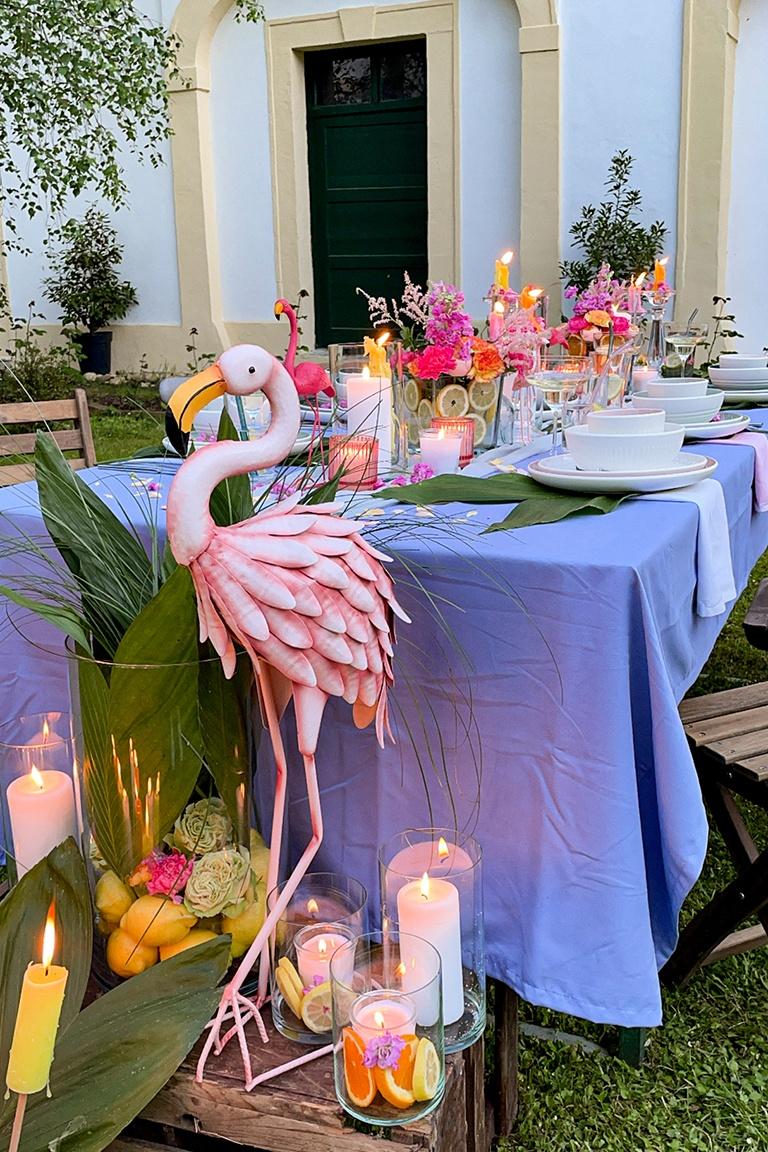 Sommerliche Flamingo Party im Garten vom Kochstudio SchlossStudio von Verena Pelikan im Weinviertel