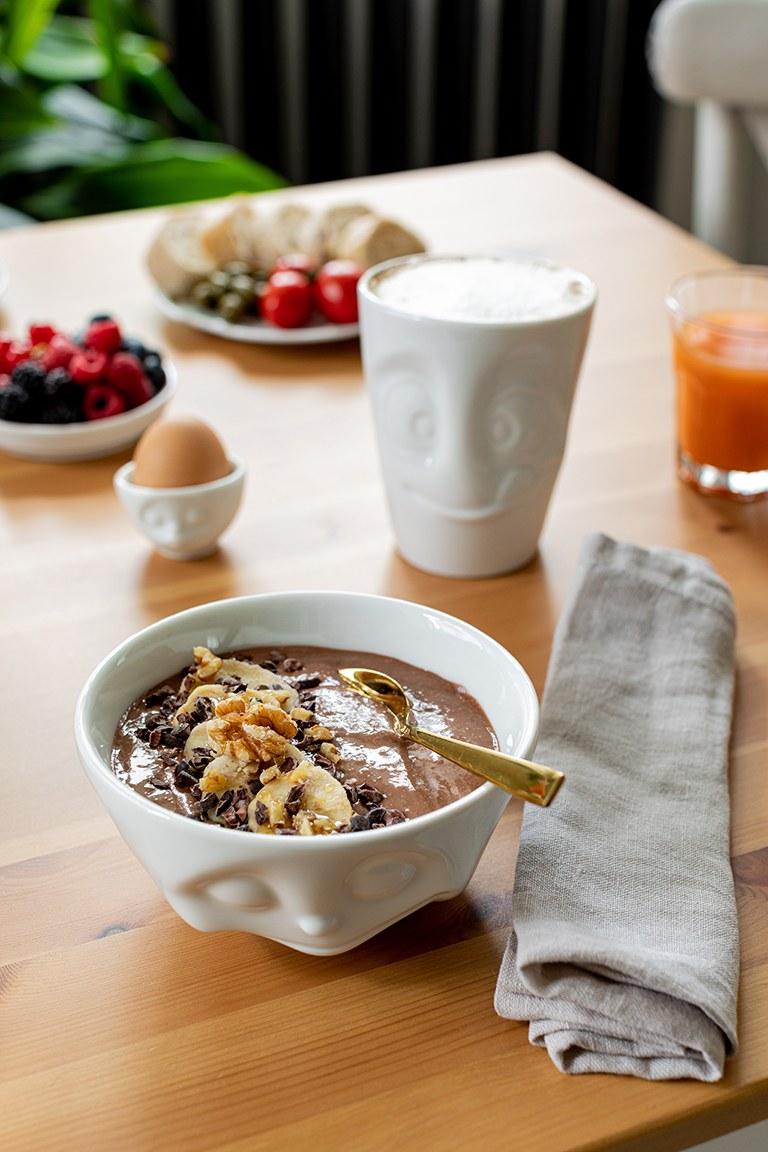 Gesunde Schoko Bowl mit Walnuessen nach einem Rezept von Sweets & Lifestyle®