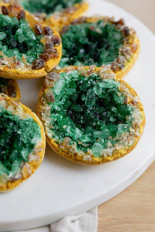 Funkelnde essbare Kristallcookies nach einem Rezept von nach einem Rezept von Sweets & Lifestyle®