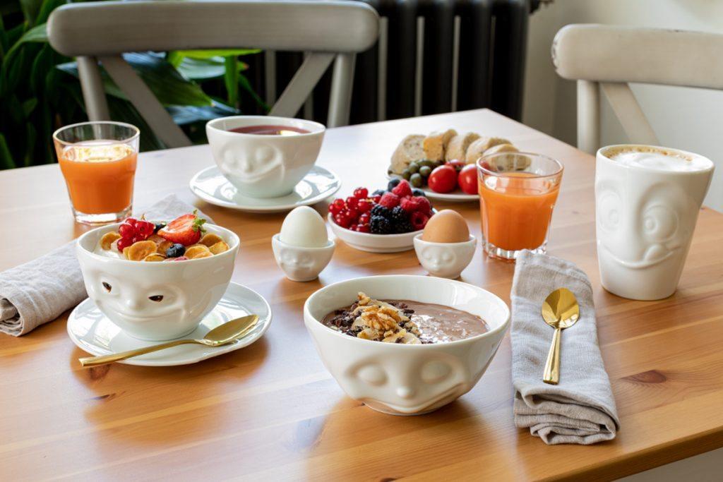 Rezept fuer eine gesunde Schoko Smoothie Bowl mit Walnuessen und Kakaonibs von Sweets & Lifestyle®