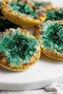 Rezept und Anleitung fuer Geode Cookies Edelstein Cookies von nach einem Rezept von Sweets & Lifestyle®