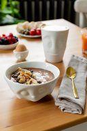 Leckere gesunde Schoko Smoothie Bowl mit Nuessen gemacht nach einem Rezept von Sweets & Lifestyle®