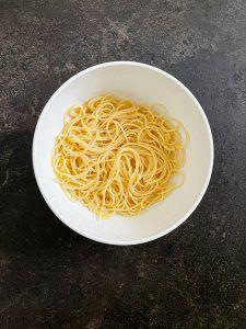 Gekochte Spaghetti fuer die Spaghetti Wurst Mumien nach einem Rezept von Sweets & Lifestyle®