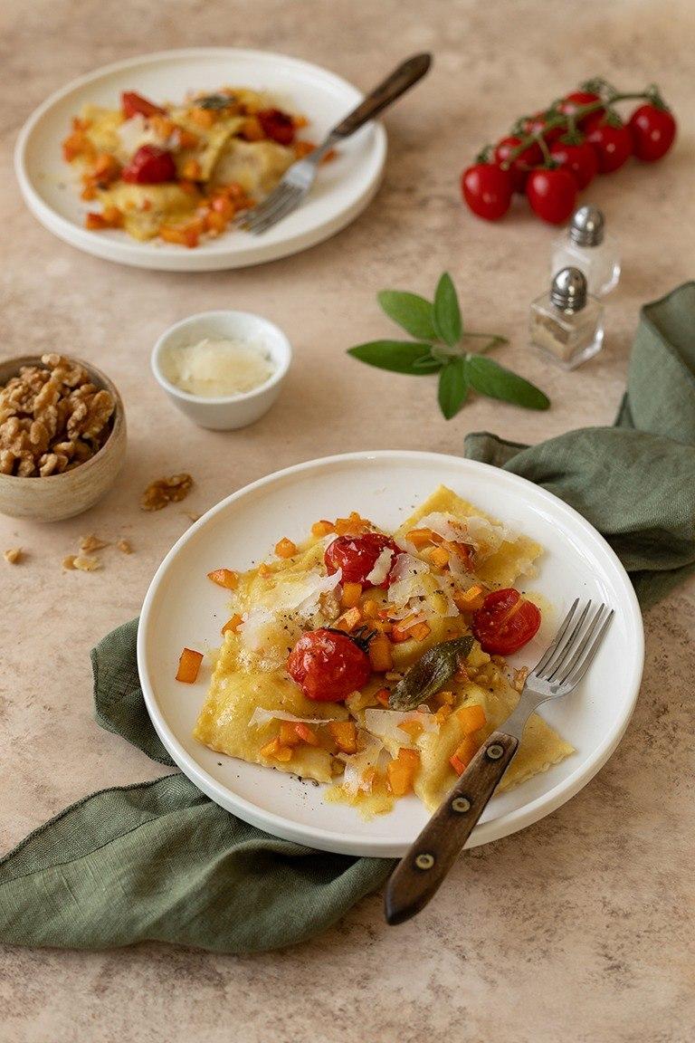 Selbst gemachte Kuerbis Ravioli mit Salbeibutter nach einem Rezept von Sweets & Lifestyle®