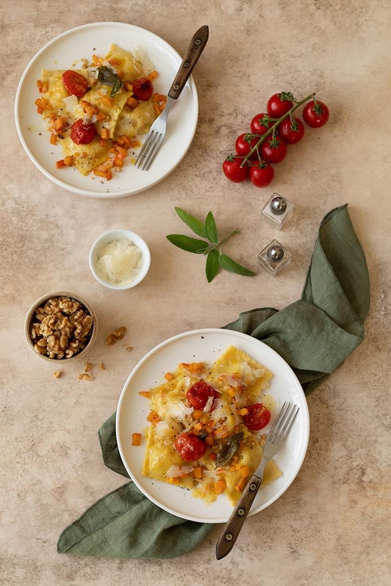 Leckere Kuerbis Ravioli mit Tomaten Walnuss Butter nach einem Rezept von Sweets & Lifestyle®