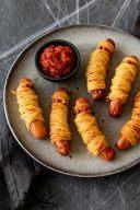 Rezept fuer knusprige Spaghetti Wurst Mumien als herzhaftes Fingerfood fuer die Halloween Party von Sweets & Lifestyle®